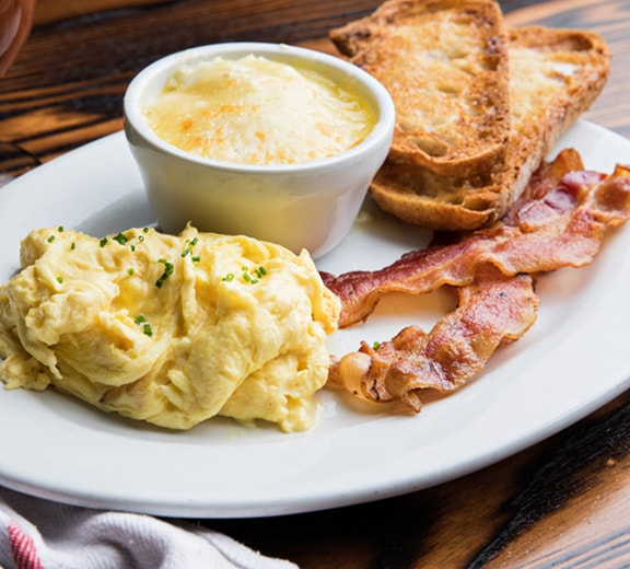 At TRIO Apartments, enjoy a wide variety of nearby places to go out for brunch or coffee.